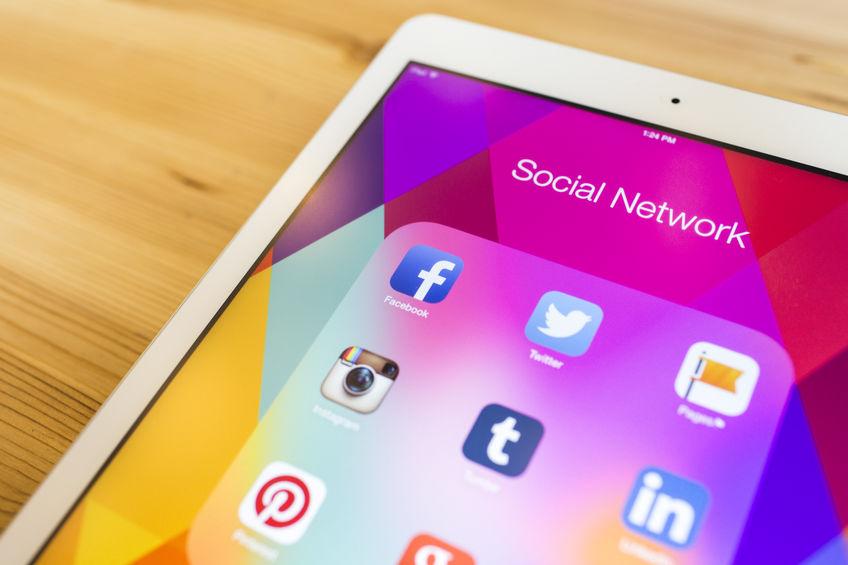 social media apps, mobile phone, smartphone user, social network